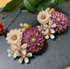 Kanzashi Flowers, Diy Flowers, Fabric Flowers, Couture Embroidery, Ribbon Embroidery, Ribbon Work, Hair Ornaments, Flower Making, Kimono