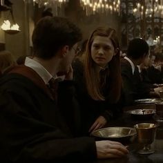 Harry Potter Gif, Harry Potter Ginny Weasley, Mundo Harry Potter, Harry Potter Movies, Harry Potter World, Harry And Ginny Kissing, Harry And Hermione Kiss, Harry Y Ginny, Hogwarts