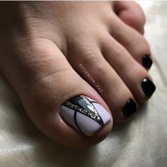 ideas for black pedicure toenails flower nails Pedicure Nail Art, Toe Nail Art, Nail Manicure, Black Pedicure, Pretty Toe Nails, Cute Toe Nails, Hair And Nails, My Nails, Cute Pedicures