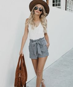 One outfit of concern in the summer is a mix of shorts. Short pants are classified as clothing that is rarely used because it can make a woman less Summer Fashion Outfits, Short Outfits, Spring Outfits, Trendy Outfits, Cute Outfits, Holiday Outfits, Modest Outfits, Work Fashion, Fashion Clothes