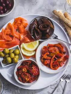 A selection of tasty antipasti is always in style. It sharpens the appetite without being too filling. Char Grill, Olive Bread, Grilled Peppers, Vegetable Sides, Dried Tomatoes, Smoked Salmon, Sun Dried, Olives, Allrecipes