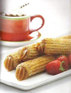 Churros filled with Dulce de Leche Mexican Food Recipes, New Recipes, Sweet Recipes, Dessert Recipes, Cooking Recipes, Favorite Recipes, Healthy Recipes, Argentine Recipes, Chilean Recipes
