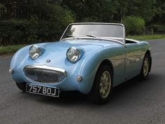 - 1960 Austin Healey 'Frogeye' Sprite for sale in West Knapton North Yorkshire United Kingdo Modern Classic, Classic Cars, Car Buying Guide, Austin Healey Sprite, Jaguar E Type, Performance Cars, North Yorkshire, Ford Models, Old Cars