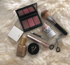 The best everyday products for a beautiful, flawless face. The best everyday products for a beautiful, flawless face. Beauty Care, Beauty Makeup, Eye Makeup, Makeup Brushes, Airbrush Makeup, Beauty Hacks For Teens, Flawless Face, Flawless Makeup, Beauty Secrets