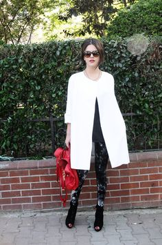 Classic cool meets splash of color: Blender Originated cape, Calzedonia tights, Mulberry bag #StreetStyle