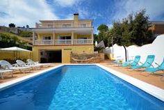 Prachtige vrijstaande villa met privé zwembad! Wat speciaal is aan deze villa is de ruimte met een heerlijke loungehoek en een pooltafel, daar zult u vast vele avonden genieten!