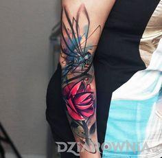 Tatuaże kwiaty, zwierzęta, na przedramieniu, dla kobiet: tatuaż Ważka i kwiat
