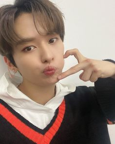 Lee Minho Stray Kids, Lee Know Stray Kids, Stray Kids Seungmin, Shinee, Pretty Boys, Cute Boys, Losing A Child, Kids Icon, Kpop
