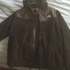 Oso north face jacket XL IN YOUTH!!!! I grew out of this but in excellent condition! XL in youth, fits like XS -S adult The North Face Jackets & Coats