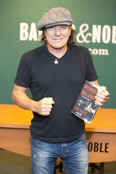 Brian Johnson of the band AC/DC signs his new memoir 'Rockers and Rollers' at Barnes & Noble Rock And Roll Bands, Rock N Roll, Brian Johnson Acdc, Trailer Film, Ac Dc Rock, Coachella, Cool Bands, Good Music, Videos