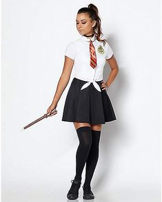 Hogwarts Uniform Costume - Harry Potter - Hurry, you don't want to miss the train! Start your journey at Hogwarts this Halloween when wearing the officially licensed uniform. Harry Potter Costume Women, Harry Potter Kostüm, Estilo Harry Potter, Harry Potter Thema, Harry Potter Cosplay, Harry Potter Outfits, Harry Potter Uniform, Hermione Halloween Costume, Hogwarts Costume