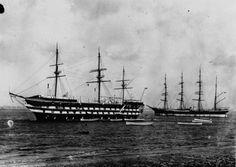 """1932 - Le voilier """"Peking"""", remplaçant de """"l'Arethusa"""" comme bateau d'entraînement des cadets anglais : manoeuvre à côté du """"Worcester"""" à Greenhite. Photographie de presse : Planet"""