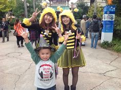 @usj_official Mikey with #SaveOurBees #girls