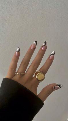Edgy Nails, Chic Nails, Oval Nails, Funky Nails, Stylish Nails, Elegant Nails, Classy Gel Nails, Black And Nude Nails, Sophisticated Nails