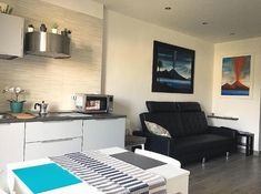 casa-vacanze-volcano-napoli-italia-naple Holiday Apartments, Volcano, Living Room, Houses, Italia, Home Living Room, Drawing Room, Volcanoes, Lounge