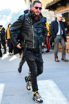 How to wear: black leather biker jacket, black hoodie, black skinny jeans, Mens Fashion Blazer, Mens Fashion Shoes, Men's Fashion, Winter Fashion, Black Leather Biker Jacket, Leather Men, Riders Jacket, Street Style, Black Hoodie