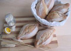 Le semolelle  Le semolelle  Oggi vi propongo dei panini un po' speciali, le semolelle! Si tratta di un tipo di pane tipico di un paese della p