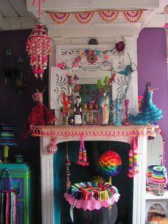The start of a Dia de Los Muertos shrine? from *itKuPiLLi* ~ iNSpiRatiOnS Bohemian Interior, Bohemian Decor, Boho Chic, Shabby Chic, Colorful Apartment, Ethnic Home Decor, World Decor, Deco Boheme, Boho Room