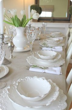 So pretty. White dinnerware always looks so beautiful.and you can dress it up for formal.or down for more casual dining. You can NEVER have too much white dinnerware❤ Dresser La Table, Thanksgiving Table Settings, White Dishes, White Plates, Beautiful Table Settings, White Cottage, Deco Table, Decoration Table, Dinner Table