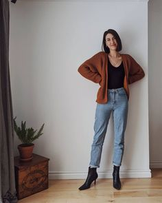 Deciding which ethical cardigan or sweater to buy? I compare both quality brands, from their sizing to pricing - so you can make the right choice. Winter Fashion Outfits, Fall Winter Outfits, Autumn Fashion, Slow Fashion, Winter Wear, Modest Casual Outfits, Cute Outfits, My Wardrobe, Capsule Wardrobe