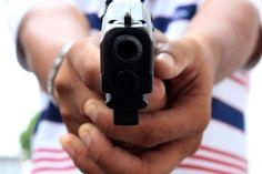 #News  Homem é morto a tiros na frente da namorada em Três Corações, MG