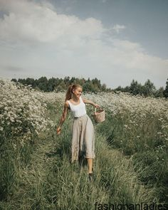 Feminine Outfit For A Meadow Walk – Adored Vintage 2019 - summer dress summer shirts summer aesthetic aesthetic aesthetic collage aesthetic drawings aesthetic fashion aesthetic outfits flower aesthetic - blue aesthetic - Summer Blue Dresses 2019 Basic Outfits, Summer Outfits, Stylish Outfits, Ideas Para Photoshoot, Outfit Photoshoot, Photoshoot Vintage, Photoshoot Inspiration, Traje Casual, Photographie Portrait Inspiration