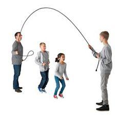 IKEA - LATTJO, Comba, El cierre de velcro rojo tiene una doble función: señal para marcar el centro en el juego de la cuerda y tira para atar la cuerda y guardarla.Todos, tanto niños como adultos, pueden divertirse juntos con el juego de la cuerda.