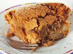 Ha muito tempo eu buscava uma receitinha fácil e que me desse a crocância por fora e umidade por dentro de uma perfeita Torta de Maçã.... t...