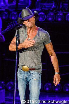 Tim McGraw performs on August 2nd, 2015 during the Shotgun Rider Tour 2015 at DTE Energy Music Theatre in Clarkston, Michigan – photos by Chris Schwegler