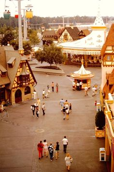 Fantasyland - Walt Disney World, 1973 Disneyland World, Disney World Parks, Vintage Disneyland, Disneyland History, Old Disney, Disney Fun, Disney Trips, Disney Stuff, Punk Disney