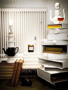 I looove the lamp on the right! DIY in the making.
