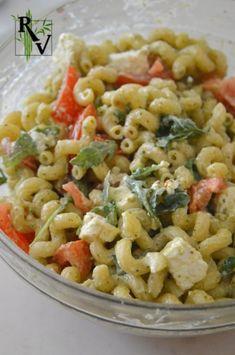 Salade tiède de Pâtes au Pesto, Roquette, Tomate & Feta