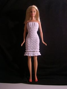 free pattern for this Barbie dress and has a cape also