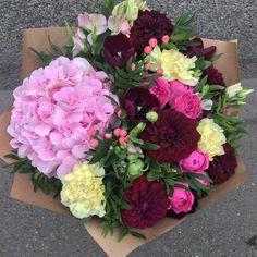 Чем отличается осень от зимы? Фотографиями букетов при дневном свете. Только так цвета и оттенки передаются максимально точно и естественно. Букеты от Atelier de Fleurs не нуждаются в фотошопе. Честные букеты заказываем по телефону (812) 468-11-11 или Viber/WatsApp +79110223432#букет #букетспб #букетвподарок #цветы #цветыспб #заказцветов #заказцветовспб #цветыпитер #доставкацветов #доставкацветовспб #петроградскийрайон #подарокспб #флористика #простотак #акция #flowers #flowersspb #bouquet…