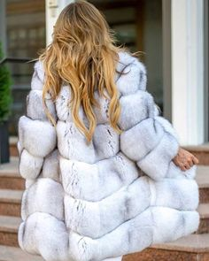 Customize your Fox Fur Coat 💫🙌🏼 Polar Fox, Silver Fox or Dyed Blue Fox ✔️ Choose your favorite ✨ Link in Bio Free worldwide shipping 🌎… Fur Fashion, Winter Fashion, Fox Fur Coat, Fur Coats, White Fox, Furs, Your Favorite, Long Hair Styles, Lady