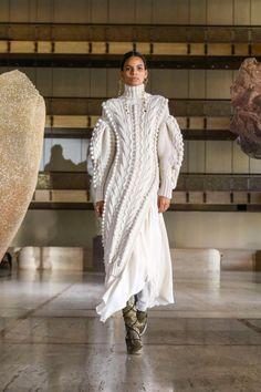 Ulla Johnson Fall 2021 Ready-to-Wear Collection - Vogue Big Fashion, New York Fashion, Runway Fashion, Fashion News, Autumn Fashion, Fashion Calendar, Inspiration Mode, Traditional Fashion, Vogue Russia