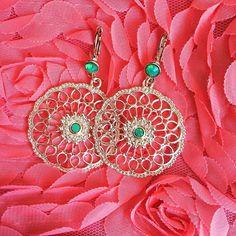 Vandaag doe ik deze prachtige oorbellen in. Ze schitteren zo mooi in het licht . Bestel ze op www.cottonandscents.com (heb je de mooie lage prijs al gezien!?) #cottonandscents#jewels#trend#musthave#ootd#fashion#outfit#oorbellen#webshop#sieraden