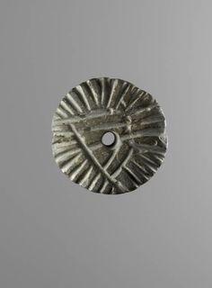 Tepe Sialk III   Cachet perforé à décor de lignes  Début du IVe millénaire avant J.-C., période III, niveau 4  Colline sud Pierre grise