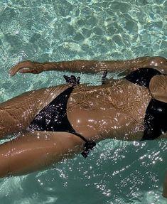 Beach Aesthetic, Summer Aesthetic, Summer Feeling, Summer Vibes, Summer Body Goals, Summer Dream, Summer Pictures, Aesthetic Pictures, Swimming