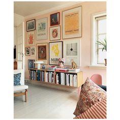Wall collage decor living room interior design Ideas for 2019 Deco Design, Wall Design, Book Design, Design Ideas, Studio Design, Window Design, Casa Pop, Wall Collage Decor, Art Decor