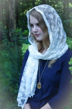 Evintage Veils~ Ivory Chantilly Lace Floral Vintage Inspired Lace Chapel Veil Scarf Mantilla vory