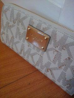 18 kt Gold Gild Michael Kors Monogram Signature Logo Wallet HandBag #MichaelKors #Wallet