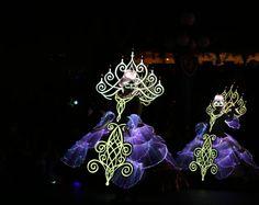 Paint the night electrical parade   #paintthenight #disneyland60 #disneyworld #disneyland #nightphotography #nightphoto #portrait #womanportrait #canon6d #canonphotography #fotografiaunited #70200mm #70200f28 by ninscasimiro