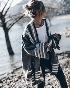 """Polubienia: 29.1 tys., komentarze: 236 – Jacqueline Mikuta (@mikutas) na Instagramie: """"Grey  Getting cozy by the lake #mallorca"""""""