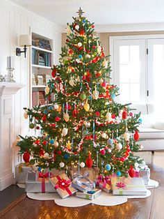 How to Make Felt Christmas Tree Decorations - Felt Christmas Tree Decorations Directions - Good Housekeeping
