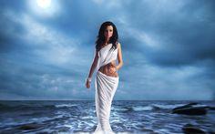 Pisces Goddess – The Grail by Julie Loar