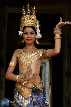 APSARA DANCER.......CAMBODIA.....ON CHANBOKEO.COM........