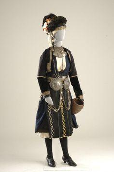 Γιδάς Ρουμλούκι Μακεδονία  Bridal costume in the 50 villages in the Roumlouki district (now Alexandria, near Thessaloniki), the most important of which was Gidas.