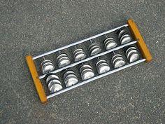 SONAJA.  Idiófono constituido por unas pequeñas placas de metal o cimbalillos.
