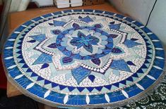 A student mosaic mosaic mosaico mosaics mosaici table Mosaic Flower Pots, Mosaic Garden, Marble Mosaic, Stone Mosaic, Mosaic Patio Table, Mosaic Furniture, Lily Painting, Mosaic Stepping Stones, Mosaic Artwork